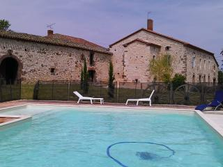 Holiday farmhouse with pool near Cordes sur Ciel, Cordes-sur-Ciel