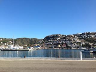 Apartamento a 150 m de la playa y del puerto (A01), Roses