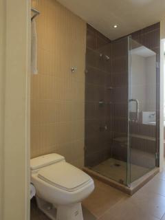 Master Bathroom 1 st floor