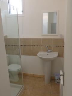 salle d'eau avec 2nd toilette