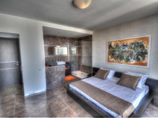 Luxury Penthouse with BBQ Terrace in St. Julians, San Julián