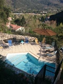 Large house, stunning views, 2 pools & parking. 4 star Etoiles de France rating