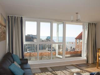 SEA VIEW at Vista Court. Stones throw from the beach