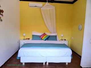 De slaapkamer met comfortabele boxspring bedden