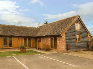 THE HAY LOFT, pet friendly, character holiday cottage, with a garden in