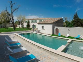 Farm house Provence Avignon heated pool