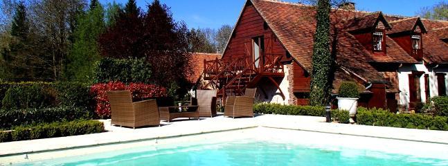 la piscine du Domaine de Ferchaud