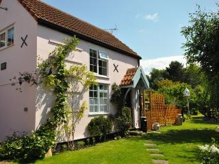 TWEEN Cottage situated in Burnham-on-Sea (1ml E)