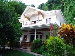 SunGlow Holiday Villa - Tropical / Sunset Views, Beau Vallon