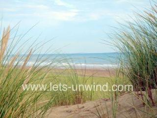 Rock Lobster holiday cottage, just a few minutes' walk from the miles of sandy beach at Camber Sands