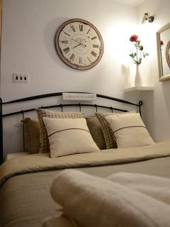 Terra Cittadella-room on the 2nd floor.Double bed. Modern interior. Room for three people.