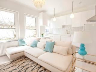 Elegant apartment in Kensington Olympia (sleeps 4, walk to Westfield)