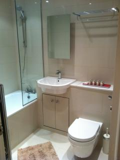 Lovely modern bathroom with powerful shower awaits!