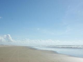Casa em praia semi deserta