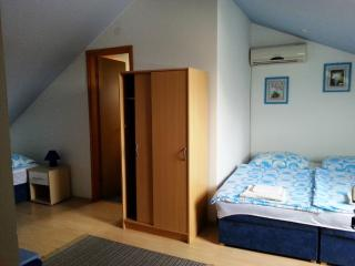 Corry Room for 3 persons with AC and WiFi in Bilje