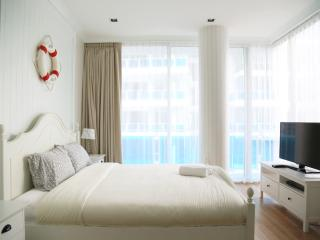 Bedroom 1 (King Size Bed )
