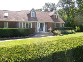 Luxury Long Island 4-bed home, Shirley