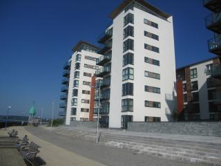 Two Bedroom Apartment w/Sea Views - Meridian Bay, Swansea