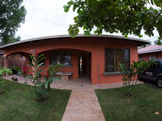 quiet 2 br house with big pool, Puntarenas