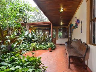 Flor de Mayo Guesthouse-Morpho, Alajuela