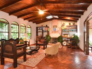 Flor de Mayo Guesthouse-Bamboo, Alajuela