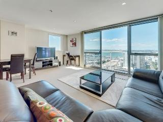 One Bedroom Spacious Apartment with Spectacular Views of Auckland Harbour