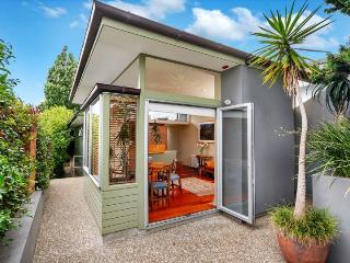Private Garden Cottage close to Takapuna Beach, Greytown