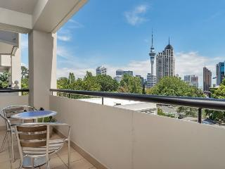 Connaught 5th floor apartment with views over Auckland City., Albany
