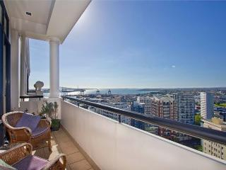 Auckland City Serviced Penthouse Apartment Accommodation- Water and Sea Views, Albany