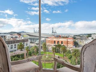Contemporary Penthouse Apartment close to the Britomart Precinct, Auckland, Albany