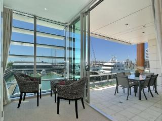 Luxury 2 Bedroom Apartment overlooking Super Yacht Marina in Viaduct Harbour, Auckland, Auckland Central