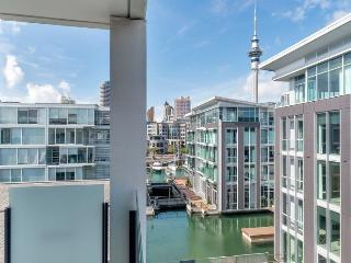 Sunny 4th floor Apartment with Views of Auckland City in Lighter Quay Complex, Auckland Central