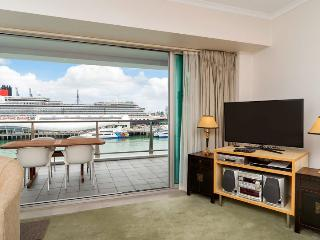 Princes Wharf Auckland Serviced Holiday Apartment with Sea Views