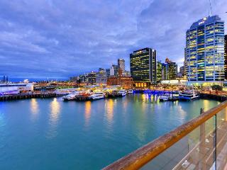 Stunning Newly Furnished Waterfront One Bedroom Apartment in Auckland, Auckland Central