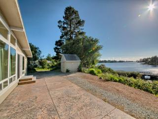 Stunning Home on Garrison Lake, Port Orford