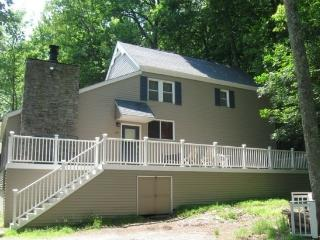 Masthope Poconos-POOL, BEACH, RESTAURANT, SPORTS BAR, TENNIS, only 1 mile away!, Lackawaxen