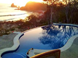 Villa Colibri, Beachfront Villa with Pool and Surf, Playa Maderas