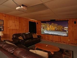 Cabin w/TheaterRoom/GameRoom/Sleeps10/HotTub+More, Sevierville