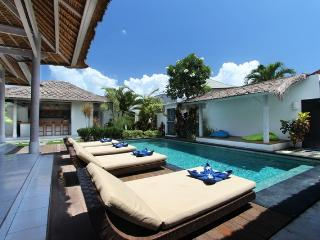 Complex of pretty tropical villas 6BR, Seminyak
