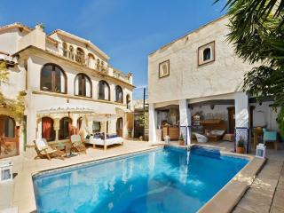 Stunning Moorish villa w pool, WiFi, Altea