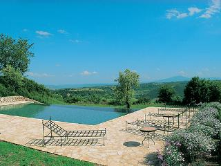 Luxurious farmhouse overlooking the Alviano nature reserve in southern Umbria. HII UBA, Umbrië