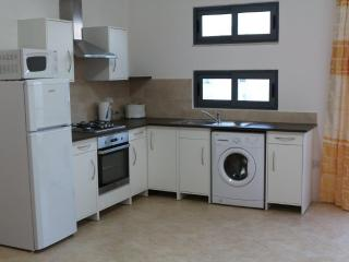 Modern Central Apartment Free WIFI, Bugibba