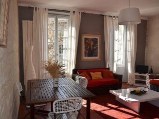 L'appt est situé au coeur du centre ville, à 5 min, Villeneuve-les-Avignon
