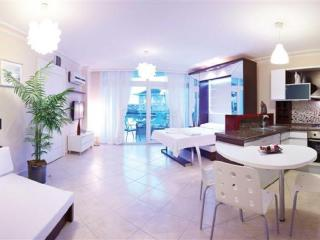TURQUALTY CLUB/ RENTAL&HOLIDAY DELUXE SUIT ROOMS, Altinkum