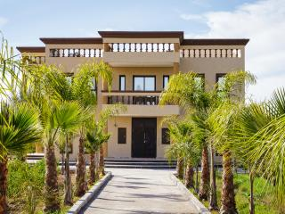 Spacious 8-bedroom villa in a guest farm, Marrakech