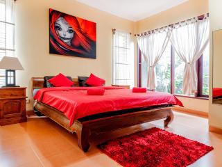 Cozy 2 bedroom villa, 5 min walk to Double 6 Beach, Legian