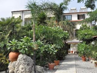 Villa CALIDEA e il giradino