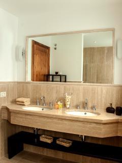 Bathroom Upper floor suite