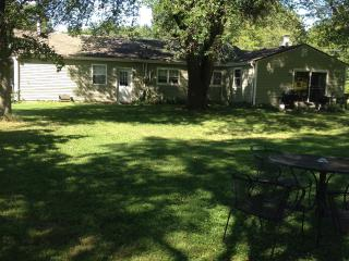 Cozy Cottage - 14 miles S.of Indy in Bargersville