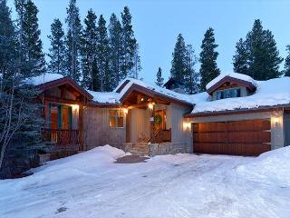 Walk to the Four O'Clock Ski Run from this Colorado Style Lodge, Breckenridge